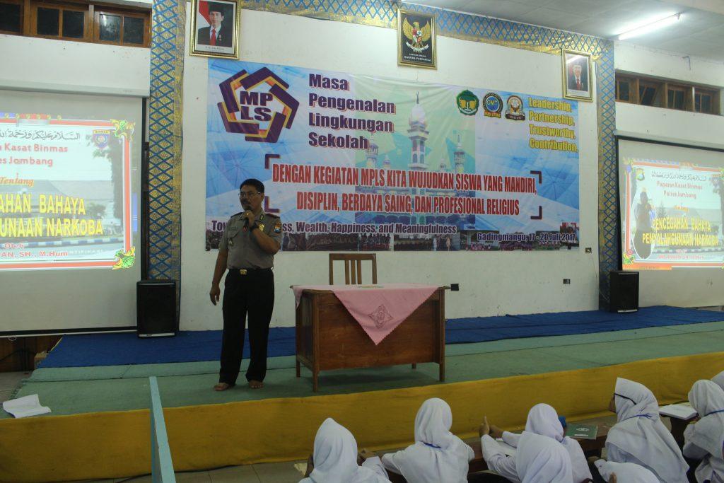 Polres Jombang Isi Materi MPLS di SMA Budi Utomo